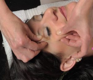 Massage techniek Natural Face Lifting